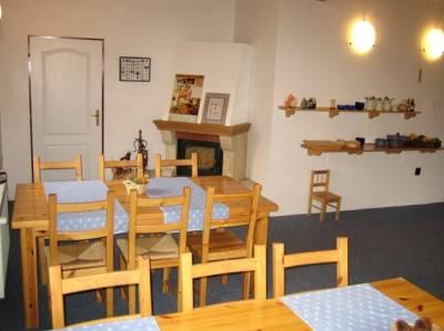 wkr243 - deel van de gemeenschappelijke woonkamer met open haard