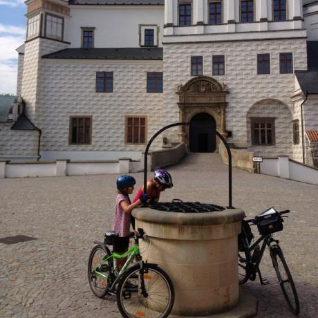 Fietsvakantie met kinderen langs de Elbe, van het Reuzengebergte naar Praag