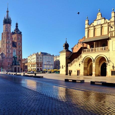 Grote Markt Krakau met Lakenhal en Mariakerk