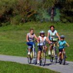 Met kinderen fietsen langs de Murradweg
