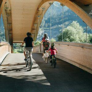 Fietsvakantie Oostenrijk met kinderen - fietsen langs de Drau met kinderen