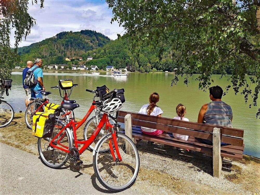 Fietsen langs de Donau-Radweg met kinderen