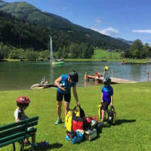 Pauze - fietsen met kinderen in de Alpen