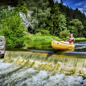 Kanoën op de Sazava rivier, onderweg naar Wenen