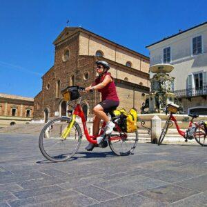 Faenza marktplein - Fietsvakantie Venetië Florence Italië